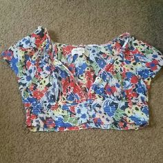 Abercrombie & Fitch Crop Top Looks great with a tank underneath! In excellent condition! Abercrombie & Fitch Tops Crop Tops