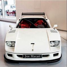 White Ferrari F40 もっと見る