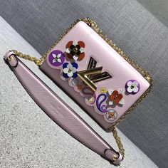 Louis Vuitton Printed and Embossed Epi Leather With Flowers Twist MM Bag Pink 2017 ] : Real Bag Sale Louis Vuitton Handbags Black, Louis Vuitton 2017, Pink Handbags, Luxury Handbags, Cross Body Handbags, Purses And Handbags, Designer Bags For Less, Bag Sale, Authentic Louis Vuitton