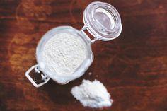 Bőrkeményedés van a lábadon? Ez az olcsó gyógynövény 3 nap alatt eltünteti ha így használod! - Funland Shampooing Sec, Floral Bodies, Body Powder, Keep Cool, Dry Shampoo, Herbal Medicine, Herbal Remedies, Body Care, Herbalism