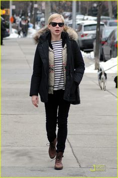 Michelle Williams: Sunday Stroll with Dan Estabrook!: Photo Michelle Williams goes for a stroll through the New York City streets with her friend, photographer Dan Estabrook, on Sunday (January Earlier in the day,… What I Wore, What To Wear, Michelle Williams, Dress Me Up, My Outfit, Winter Outfits, Celebrity Style, Bomber Jacket, Winter Jackets
