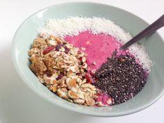 I Love Health | Breakfast bowl met kokos, bosvruchten, banaan en granola | http://www.ilovehealth.nl