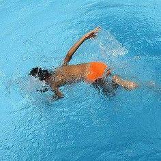 Das Kind ist ins Wasser gefallen, wurde herausgezogen - alles ist nochmal gut gegangen. Doch Eltern sollten ihr Kind nach einem Badeunfall genau beobachten, den