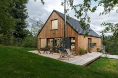 Small Lake Houses, Tiny House Exterior, Bungalow Homes, Small Modern Home, A Frame House, Pole Barn Homes, Minimalist House Design, Cabins And Cottages, Facade House