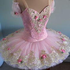 Pink pancake tutu with red rose and gold frame outline Tutu Ballet, Ballerina Tutu, Ballet Dancers, Nutcracker Costumes, Dance Costumes, Pink Tutu, Pink Dress, Sleeping Beauty Ballet, Ballet Clothes