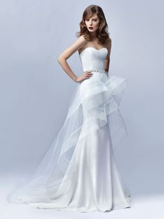 Showstopping wedding dress with a sweetheart neckline. This is perfection. Wedding gown by  @enzoani