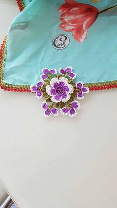 This Pin was discovered by Ebr Crochet Edging Patterns, Crochet Borders, Cutwork, Crochet Accessories, Crochet Flowers, Needlepoint, Needlework, Diy And Crafts, Crochet Necklace