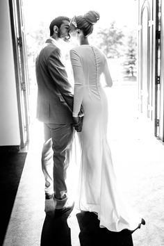 Absolutely can't get enough of this brides sophisticated, classic, chic gown.