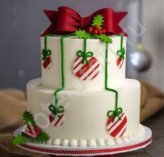 Weihnachtstorten Delicious looking deer-inspired Christmas cake. The cake takes inspiration from Santa's deer and adds the popular Christmas color theme which is red and Christmas Cake Designs, Christmas Cake Decorations, Christmas Sweets, Holiday Cakes, Christmas Cooking, Noel Christmas, Christmas Goodies, Holiday Treats, Christmas Balls