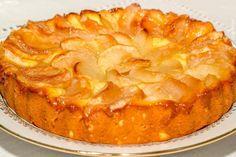 Lista de ingrediente: Iaurt – 1 cană Zahăr – 150-200 g Ouă – 2 bucăţi Unt – 200 g Făină – 1,5-2 căni Bicarbonat de sodiu – ½ linguriță Mere Focaccia Bread Recipe, Sports Food, Crunch, Cheesecake Cake, Kefir, Apple Pie, Food To Make, Cake Recipes, Good Food