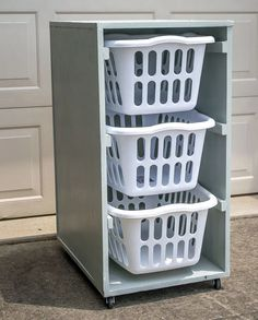Laundry Room Carts: 12 Mobile and Space-Savvy Ways to Organize! : Space-savvy DIY laundry basket dresser on wheels Rolling Laundry Basket, Laundry Basket Holder, Laundry Basket Dresser, Laundry Room Baskets, Laundry Basket Storage, Small Laundry Rooms, Laundry Room Organization, Laundry Room Design, Laundry Hamper