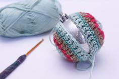 Christmas Baubles: FREE PATTERN from Kaleidoscope City Hello! It feels like I've been going on about baubles for ever! I am so so pleased to finally present our free pattern to you. But first, a little back story… My crocheted-ba… Crochet Christmas Decorations, Crochet Ornaments, Christmas Crochet Patterns, Holiday Crochet, Christmas Knitting, Christmas Baubles, Crochet Christmas Gifts, Crochet Snowflakes, Crochet Ball