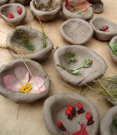 15 nature crafts for kids that can be made using found objects. - - : 15 nature crafts for kids that can be made using found objects. Summer Activities For Toddlers, Nature Activities, Toddler Activities, Kids Nature Crafts, Nature Based Preschool, Indoor Activities, Family Activities, Forest School, Pottery Making
