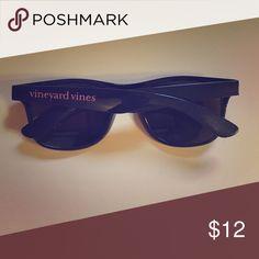 Vineyard Vines navy plastic sunglasses Excellent condition Vineyard Vines Accessories Sunglasses