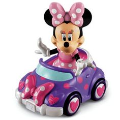 Minnie Mouse has got a sweet new ride! Minnie loves cruising around in her new polka dot convertible. It includes 11 fashionable play pieces: four dresses, four bows, two purses & a pair of shoes. Also includes a removable, poseable Minnie Mouse fig