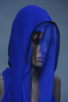 Haider Ackermann S/S Pretty into electric blue right now Yves Klein, Azul Anil, Azul Indigo, Mode Lookbook, Himmelblau, Portraits, Klein Blue, Something Blue, Electric Blue