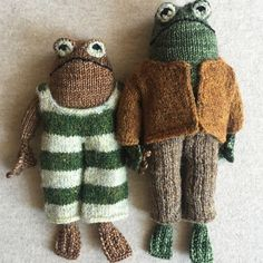 Adorable 'Frog and Toad' Knitting Pattern Inspired by Beloved Children's Books Um Dia Desses, Kids Book Series, Frog And Toad, New Things To Learn, Knitting Stitches, Fall Knitting, Needlework, Knitting Patterns, Crochet Patterns