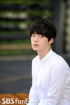 Ahn Jae Hyun - loving him in Blood right now! The smirks! :)