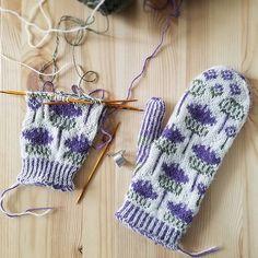 Ravelry: Project Gallery for Vottene Hvitbladtistel / Melancholy Thistle pattern by Pinneguri Knitted Mittens Pattern, Fair Isle Knitting Patterns, Knit Mittens, Knitting Charts, Knitted Gloves, Knitting Socks, Knitting Designs, Hand Knitting, Yarn Projects