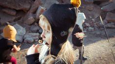 Aviator cap BLACK-YELLOW. A warmly knitted aviator cap.