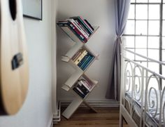 #XBoard by #HermannHermann / #nomadicfurniture #schoenerwohnen #furnituredesign #interior #bedroom #minimalism #bookshelf / Find the XBoard also here: @monoqi @selekkt @homifyde