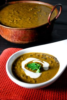 Dal Makhani - A popular North Indian vegetarian dish made with lentils simmered in a rich Indian gravy; going to try to sub the butter and cream with pureed avocado/coconut milk/Greek yogurt Veg Recipes, Indian Food Recipes, Asian Recipes, Vegetarian Recipes, Cooking Recipes, Ethnic Recipes, Recipies, Cooking Tips, Indian Vegetarian Dishes