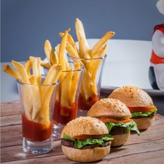 These wonderful small spicy breakfast sliders (mini burgers) are perfect for a brunch. Generally speaking, I love brunch. Hamburger Recipes, Veggie Recipes, Healthy Recipes, Veggie Food, Healthy Meals, Cheese Platter Board, Cheese Platters, Mini Burgers, Veggie Burgers