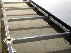 raised access floor structure STRINGERS Hyperline Systems Inc.