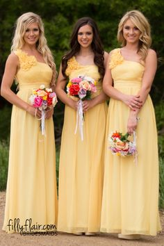 This yellow bridesmaid dress is perfect for your country wedding!