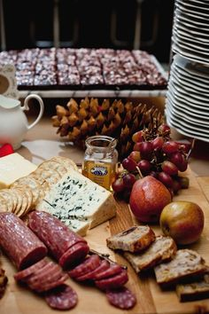 {...delicious cheese & cracker board that Camille Styles created for her holiday party} Charcuterie Cheese, Cheese Platters, Charcuterie Board, Cheese Appetizers, Appetizers For Party, Catering Food Displays, Fruit Displays, Healthy Snacks, Healthy Recipes