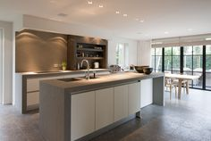 Louis Culot | Keukenwerkbladen in Natuursteen Beautiful Kitchens, Modern Kitchen Cabinets, Kitchen Cabinets, Kitchen Dining, Home Kitchens, Apartment Kitchen, U Shaped Kitchen, Small U Shaped Kitchens, Kitchen Design