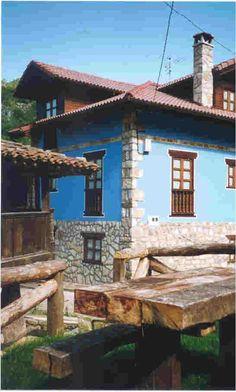 Casa rural Espinaréu. Casa rural centenaria en piedra y madera siguiendo el estilo rústico tradicional. En centro de Asturias. http://perso.wanadoo.es/espinareu/contenido/contenido.html