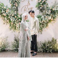 Muslimah Wedding Dress, Muslim Wedding Dresses, Event Dresses, Wedding Attire, Dress Muslim Modern, Bridal Dresses, Wedding Gowns, Pre Wedding Poses, Pre Wedding Photoshoot