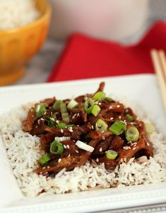 This Crockpot Style Sesame Chicken is a healthier way to curb those Chinese cravings!