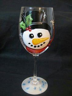 Decorative Bottles : Snowman wine glass -Read More – Christmas Wine Glasses, Diy Wine Glasses, Decorated Wine Glasses, Hand Painted Wine Glasses, Painted Wine Bottles, Wine Glass Crafts, Wine Craft, Wine Bottle Crafts, Pebeo Porcelaine 150