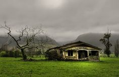 Old house, Takaka, Golden Bay, New Zealand by brian nz, via Flickr