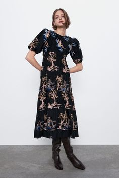 Round neck midi dress with short puff sleeves. Ruffled hem and contrast embroidery detail. HEIGHT OF MODEL: 177 cm. Stretch Dress, Vestidos Zara, Races Outfit, Online Zara, Mi Long, Zara Dresses, Zara Women, The Dress