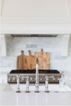20 Ideas on How to Design a Transitional White Kitchen Small Marble Kitchens, Light Wood Kitchens, Grey Kitchen Cabinets, Kitchen Sink Faucets, Kitchen Island, Small Kitchen Tables, Wooden Kitchen, Diy Kitchen Remodel, Kitchen Remodeling