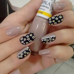 118 creative ways update you mani with yellow flowers nail art Stylish Nails, Trendy Nails, Karma Nails, Romantic Nails, Neutral Nails, Flower Nail Art, Super Nails, Perfect Nails, Manicure And Pedicure