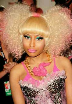 Nicki Minaj macht jetzt in Nagellack Nicki Minaj Barbie, Nicki Manaj, Pigtail Hairstyles, Side Hairstyles, Nicki Minaj Hairstyles, Celebrity News, Celebrity Style, Divas, Beauty Makeover