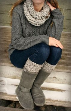 Are you looking for a casual women's outfit, this nice grey outfit – knitted scarf, oversized sweater and socks and classical uggs would look great on you!