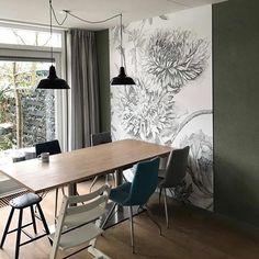 Mooi behang op gekleurde muur. #kekamsterdam #behang #fotobehang #engravedflowers