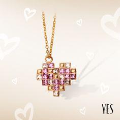 Pozłacany naszyjnik z różowymi kryształkami Swarovskiego.   Cena: 159 PLN  http://www.yes.pl/51951-yes-love-collection-AB-S-000-ZLO-ANCL315