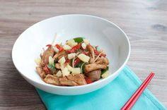 Kip Hawaii met peultjes en paprika; een makkelijk, lekker en snel gerecht voor op doordeweekse dagen. Lekker met witte rijst of noodles.