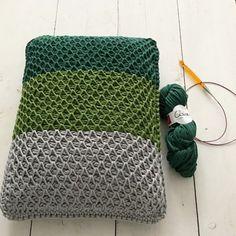 smock stitch kussen Diy Crochet And Knitting, Crochet Cross, Tunisian Crochet, Crochet Home, Knitting Stitches, Crochet Cushions, Crochet Pillow, Tshirt Garn, Yarn Crafts