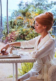Glorious Queens — loimprescindible: Catherine Deneuve in. Catherine Deneuve, Jane Birkin, Brigitte Bardot, Nastassja Kinski, Blind Girl, Old Hollywood Actresses, Catherine Bell, Delon, Vintage Wardrobe