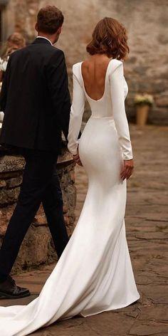 Wedding Dress Low Back, Long Sleeve Wedding, Long Wedding Dresses, Bridal Dresses, Simple Wedding Dress Sleeves, White Simple Wedding Dress, Couture Wedding Dresses, Long Elegant Dresses, Timeless Wedding Dresses