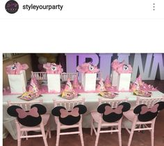 Minnie Mouse Birthday Party Table Setting and Decor