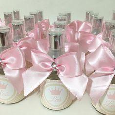 Para a princesa Laís, lembrancinhas home spray #lembrancinhas #homespray #homespraymaternidade #lais #laís #homespraylembrancinha #lembrancinha #lembrancinhamaternidade #gravidinha #lembrancinhachadebebe #chadebebe #chádebebê #homespraypersonalizado #lembrancinhanascimento #aromatizante #coroa #princesa #princess #temacoroa #maternidade #cutelembrancas #lembrancinhaspersonalizadas #lembrancinhasmaternidade  #lembrança  #lembrancinhabatizado #difusor #aromatizador #temaprincesa #lembrancinhad