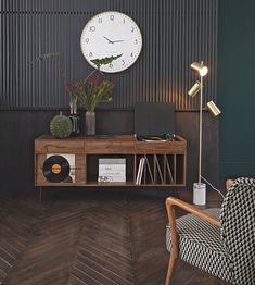 Solid Acacia Record Cabinet Gimmick on Maisons du Monde. Take your pick from our furniture and accessories and be inspired! Hallway Furniture, Dining Room Furniture, Furniture Decor, Furniture Design, Plywood Furniture, Stereo Cabinet, Record Cabinet, Vintage Interior Design, Vinyl Storage